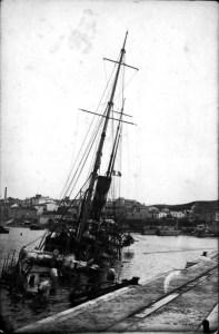 Vaixell mig esfonsat
